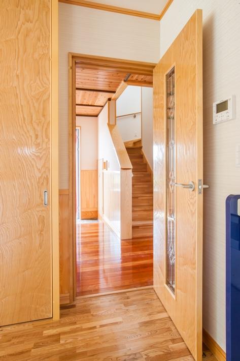 19.キッチンから階段