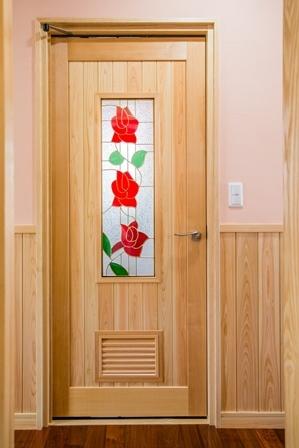 24.湯沸室のドア、開き方に特徴があります
