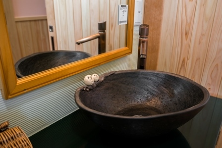 36.フクロウが留まる洗面ボウル