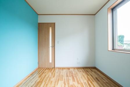 25.ブルーな壁紙が入ると涼しげな雰囲気になります。
