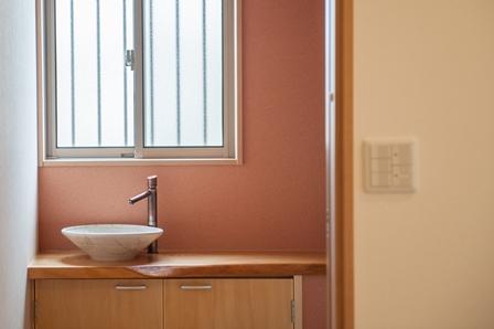 29.手洗器の水栓はオートストップ機能が付いた清潔感溢れる仕様になっています。