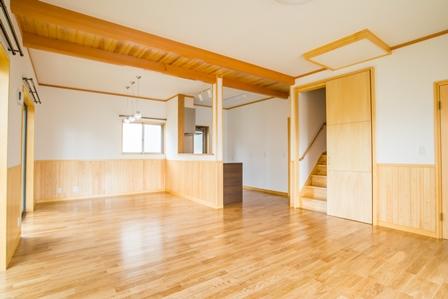 15.リビングに階段を配置しているため、家族の気配を感じ、ふれあう機会も増えます。