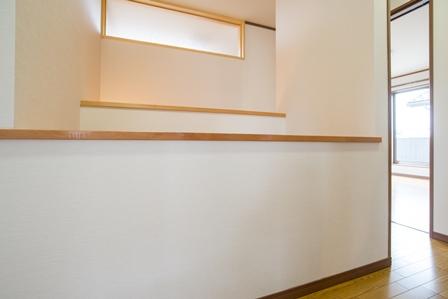 41.この家事スペースで洗濯物を畳んだり、アイロンをかけたりできます。